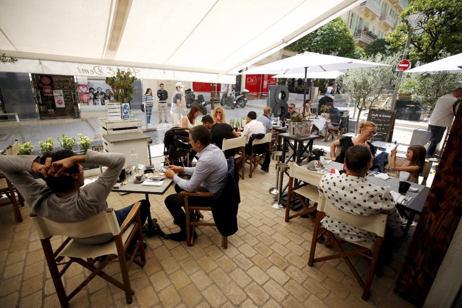 Les clients d'un restaurant ou d'un café pourront désormais être dix maximum par table, contre six auparavant.