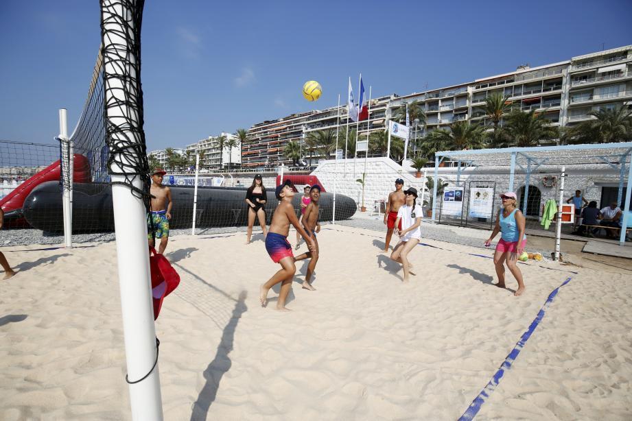 La plage Li Rateta, près du Centre universitaire méditerranéen, proposera à partir de lundi des activités jusqu'à fin août.