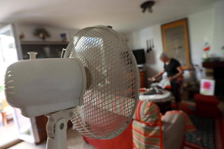 Les climatiseurs doivent être entretenus correctement pour éviter tout risque sanitaire. Leur utilisation ne dispense pas de l'aération.