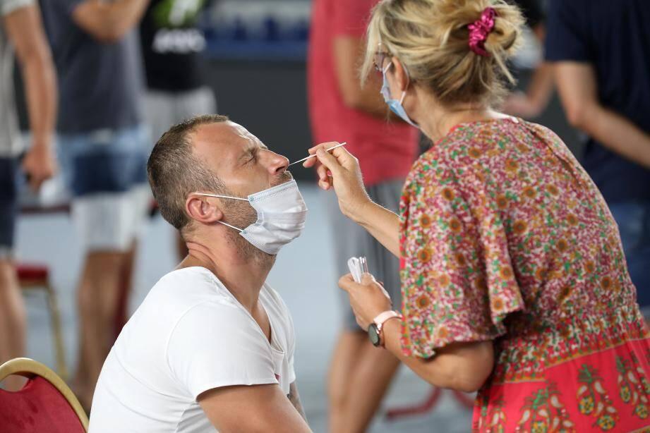 Recrue estivale du SRVHB, l'ailier droit, Fahrundin Melic, n'a pas échappé au test nasal.
