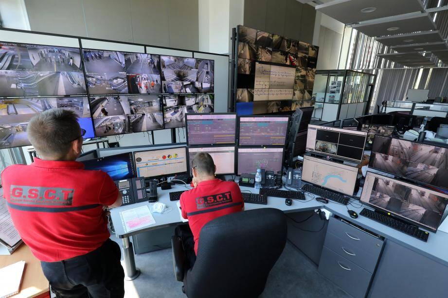 Depuis le poste de commande centralisé du réseau de transport, les agents du Groupe sûreté contrôle transport (GSCT) veillent à la sécurité des voyageurs et des conducteurs.