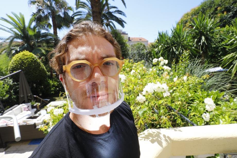"""Le Cannois de 29 ans commercialise deux modèles de ses masques transparents en plastique : un """"bas"""" et un """"haut"""", qui couvre le nez et la bouche. Il entend le démocratiser après la crise sanitaire dans l'industrie alimentaire en général."""
