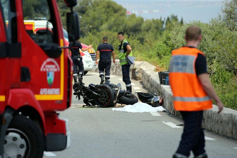 Un accident sur la Grande Corniche de Beausoleil entre la Turbie et Roquebrune-cap-Martin sur la Route de Menton.