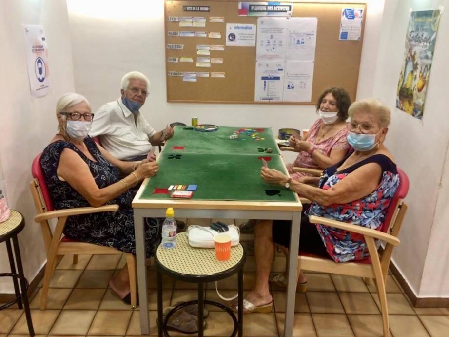 À Menton Plus, plusieurs fois par semaine, des activités sont organisées pour les séniors.