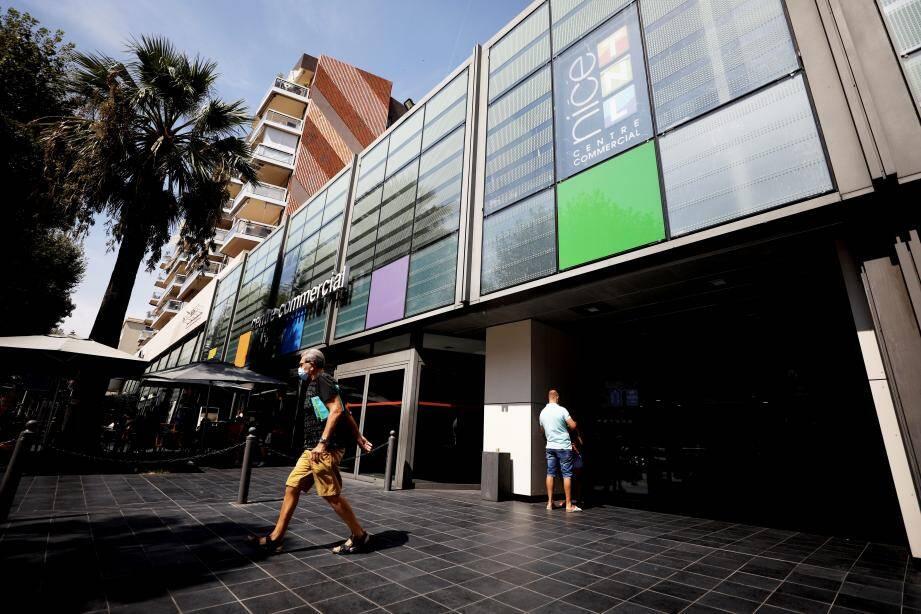 L'entrée de la galerie commerciale Nice TNL, dans le quartier de Riquier.