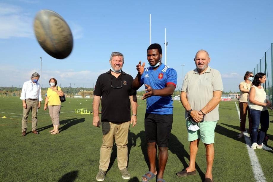 Le jeune homme souhaiterait reprendre ses entraînements de rugby, qui contribuent à son plein équilibre.