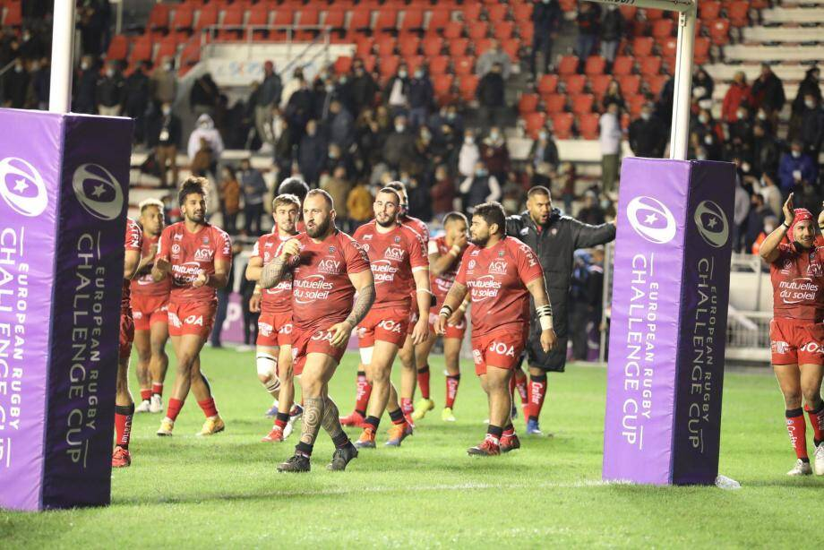 Les Toulonnais avancent tous dans le même sens et parviennent pour l'instant à franchir les obstacles ensemble.