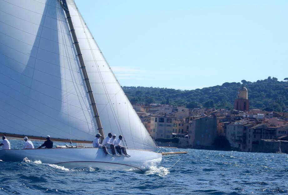 Arrivée de la Coupe d'automne du Yacht-club de France.