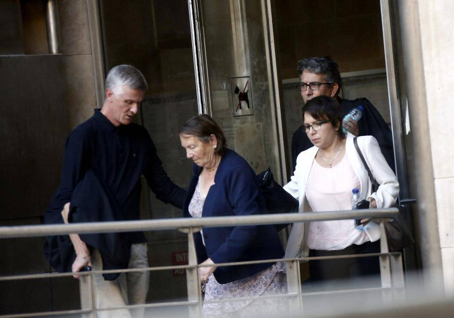 Adelheid-Barbara et Lucille Majani, à la sortie de la cour d'appel, en novembre 2018, à Aix-en-Provence