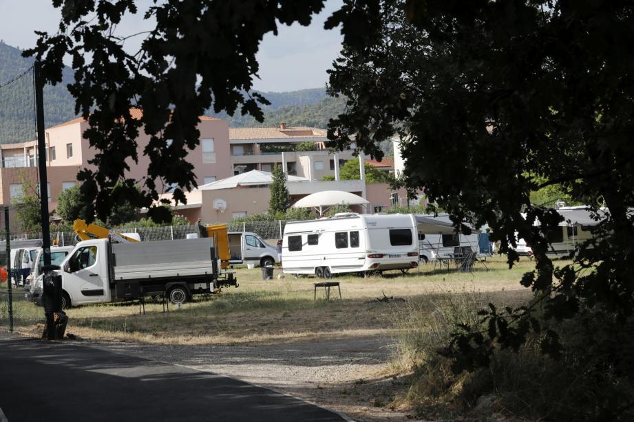 La Garde Occupation d'un terrain par les gens du voyage à La Garde (MaxPPP TagID: maxmatinarch576823.jpg) [Photo via MaxPPP]