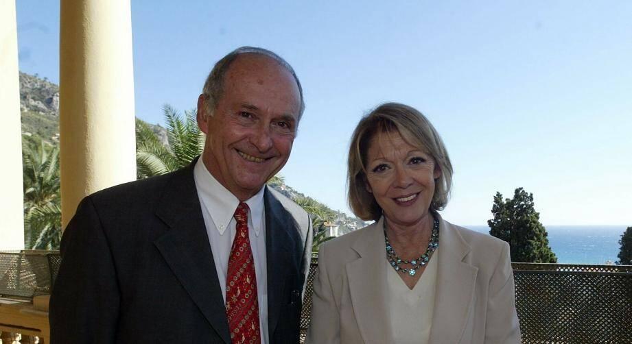 Sur cette photo, elle est aux côtés de son époux, le maire de Menton, Jean-Claude Guibal.