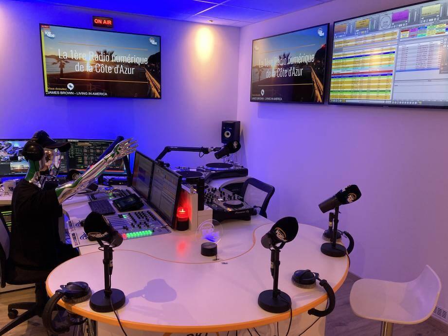 À sa création en 2004, radio Top Side innovait en émettant sur Internet.
