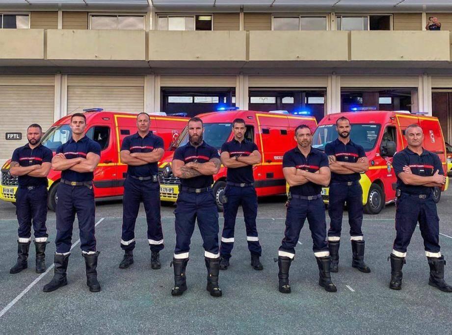 Le pompier antibois Rémi Papalia, alias Rémi Ragnar sur instagram (deuxième en partant de la gauche au premier plan), est à l'initiative d'une cagnotte en ligne.(Capture d'écran issu du compte Instagram remi_ragnar)