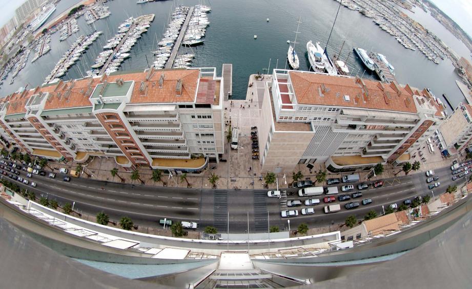 Décriée par de nombreux Toulonnais, la frontale a pourtant valu à son architecte une prestigieuse récompense.