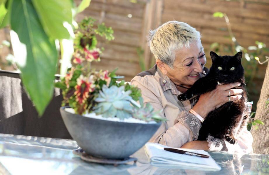 Béatrice a quitté Saint-Martin-Vésubie en mars pour vivre à Mandelieu avec son chat Tonnerre. Elle a mis à disposition d'Ange et Murielle le 2-pièces qu'elle loue habituellement via le site Airbnb.