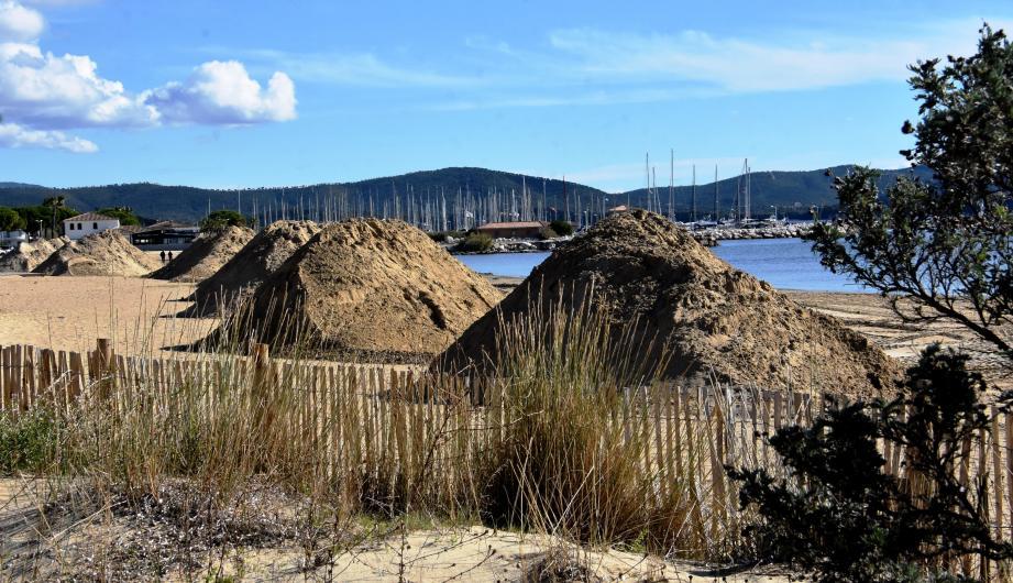 Les travaux ont débuté sur les plage de Miramar (ci-dessus) et  de l'Argentière (ci_dessous).