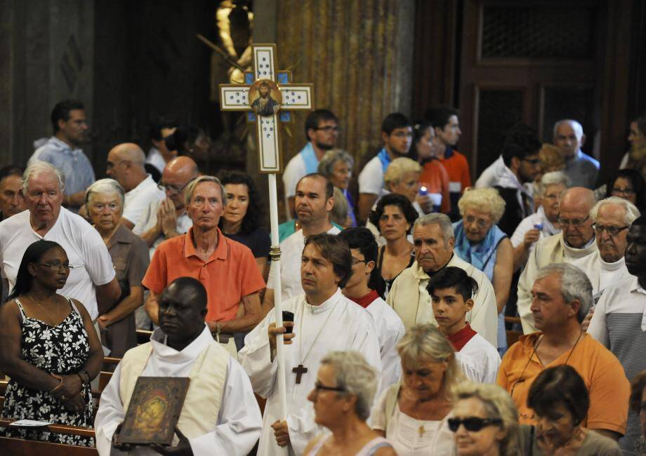 La célébration de l'Assomption en la basilique Notre-Dame, le 15 août 2016. Le prêtre s'efforçait alors d'insuffler espoir et réconfort aux fidèles, après les attentats de Nice (14 juillet) et Saint-Etienne-du-Rouvray (26 juillet).