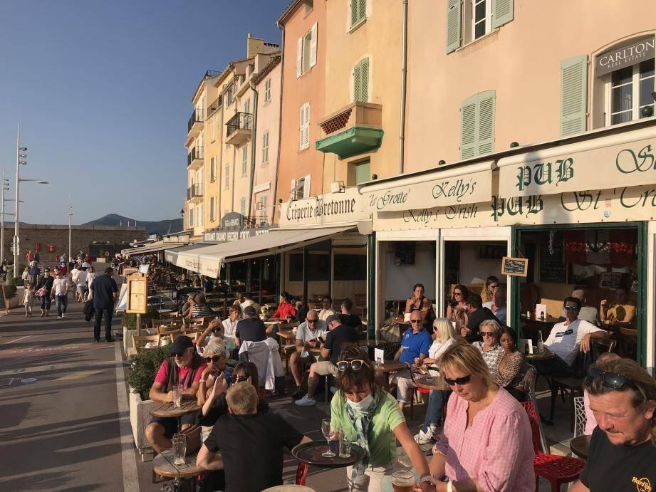 Le Kelly's Pub, qui ferme d'ordinaire ses portes à 3 heures du matin, va devoir se priver à la fois des saisonniers et des retombées des Voiles de Saint-Tropez.
