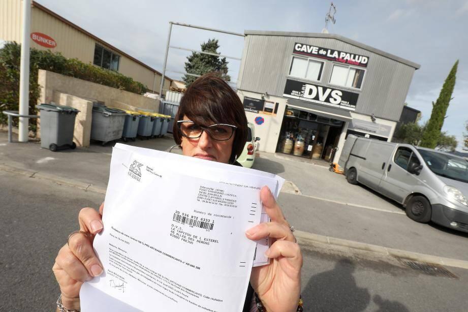 Marie-émilienne Dossier, gérante du magasin DVS Distribution, installé dans la zone de la Palud à Fréjus.