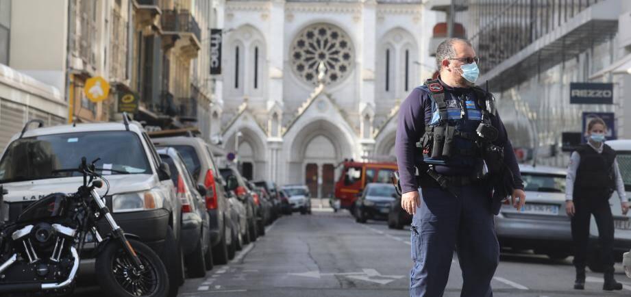 Un policier municipale à Notre-Dame