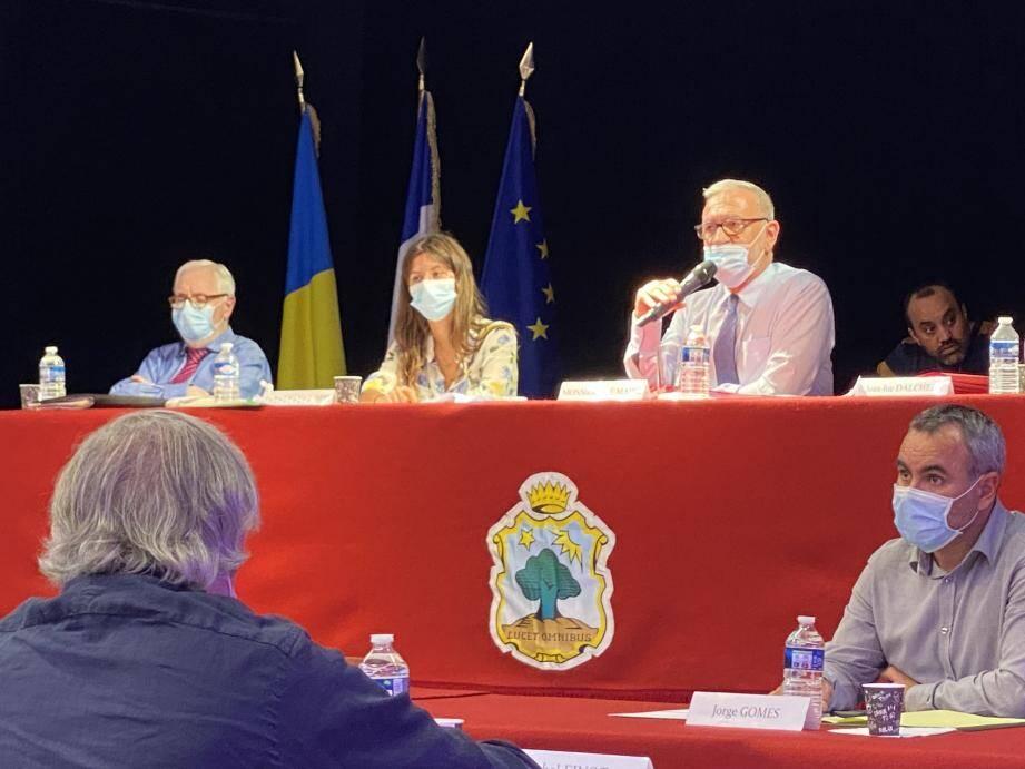 Le maire Gérard Spinelli ou ses adjoints ont répondu à toutes les interrogations de Stéphane Manfredi, élu de l'opposition.