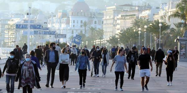 Sur la promenade des Anglais, à Nice le 11 novembre.
