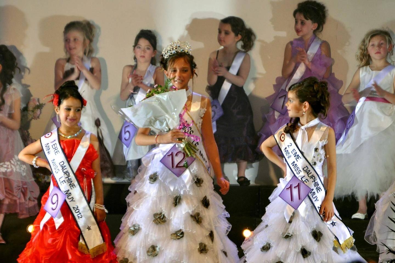 Léa Casali, mini-miss 2012, entourée de ses dauphines Chérine Touir et Maréva Lecocq.
