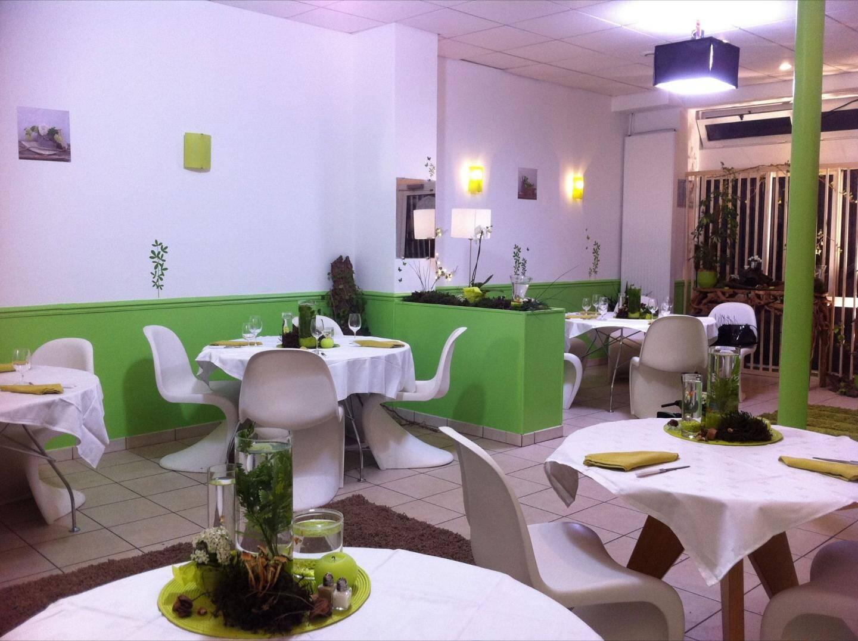 Le restaurant de Noémie et Norbert : trop vert au goût du jury ? (Photo©Pierre Olivier/M6)