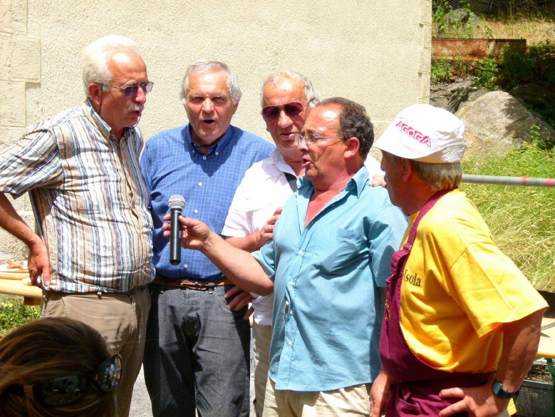 Italiens et Isoliens entonnent Sien toujou in montagna...