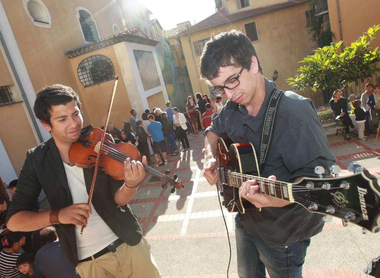 Avec Rémi Colombat au violon, place à la musique tzigane.