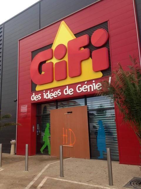 Le magasin Gifi de l'avenue Francis-Tonner à Cannes La Bocca a été pillé dans la nuit de samedi à dimanche
