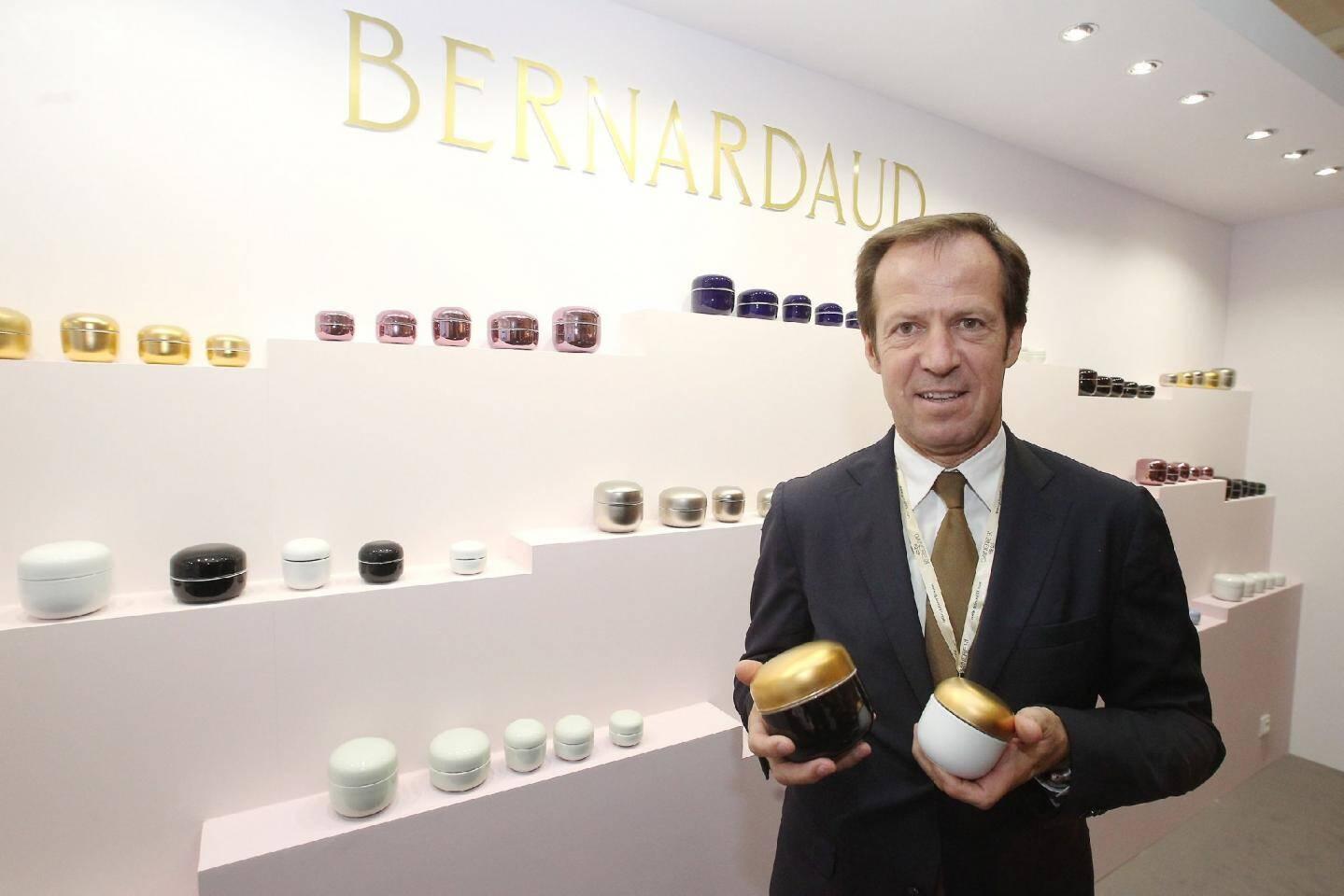 La maison de porcelaine française Bernardaud mise aussi sur un packaging grand luxe.