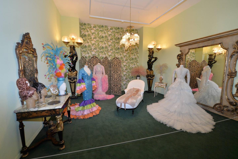 Des costumes de Joséphine Baker donnés par la SBM au NMNM, présentés dans un boudoir réaménagé. Ici, la mission « exposer ».