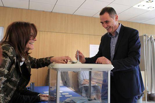 Il peut avoir le sourire, Gilles Simeoni : il vient de déboulonner Paul Giacobbi de la présidence de la Région corse !