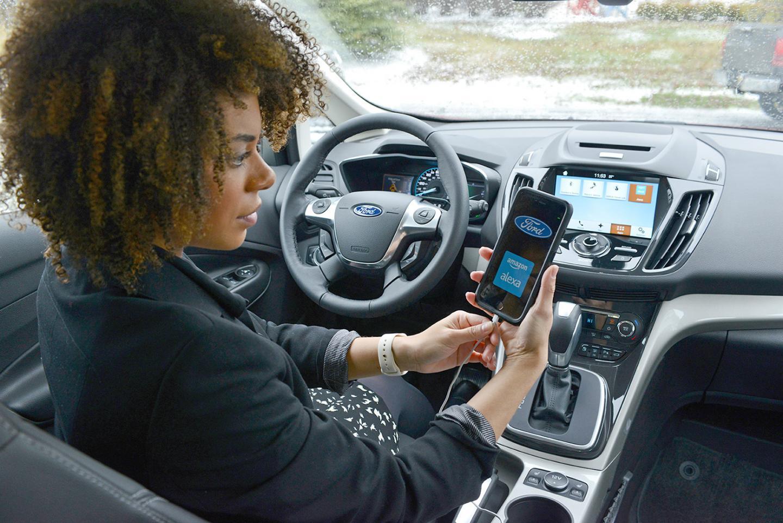 Depuis l'écran de la Ford Fusion (nom américain de la Mondeo), Alexa peut contrôler à distance des fonctions du domicile grâce à l'interface développée par Amazon.