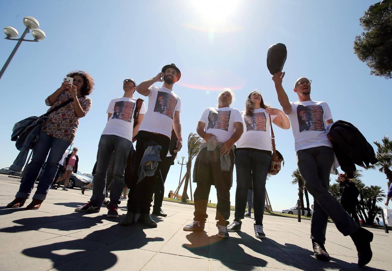 Une dizaine de jeunes issus du mouvement Nuit debout sont venus tenter de perturber la réunion publique.