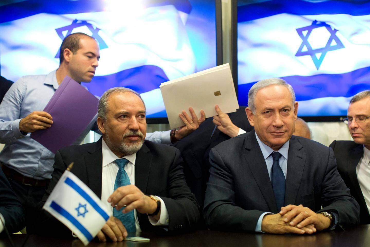 Le ministre de la Défense Avigdor Lieberman et le premier ministre israélien Benjamin Netanyahu