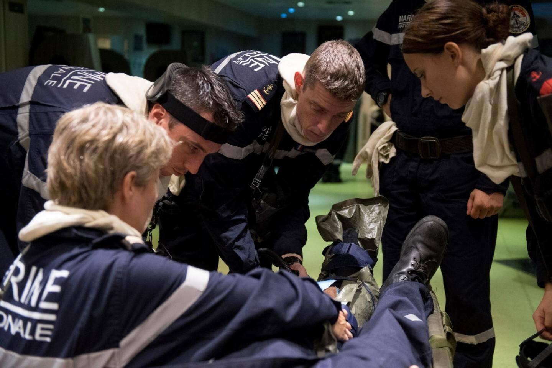 Dans le cadre de sa préparation, un exercice de sécurité est organisé sur le porte-avions Charles-de-Gaulle en mer méditerranée en septembre 2016.