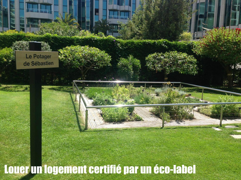 Au Grand Hotel de Cannes, le chef cuisine avec des épices qui poussent dans son jardin... juste à côté de l'hotel!