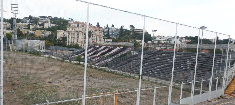 Démolition des tribunes du stade du Ray.