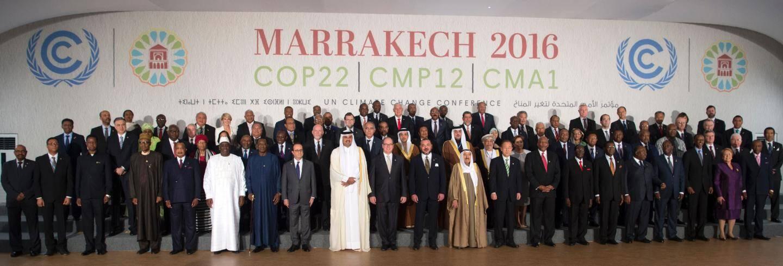 Pour la photo de famille des chefs d'États, hier, le souverain a posé en première ligne entre le roi du Maroc et l'émir du Qatar.