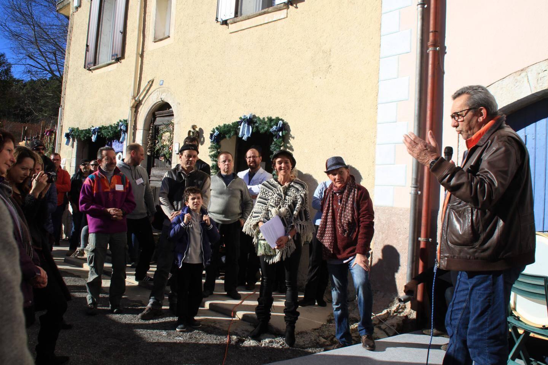 Au micro, le maire Claude Bompar, à droite, a salué l'initiative de Sempa et Mendy, à sa droite.