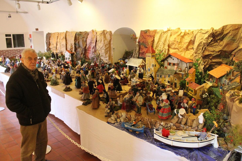 Trois cent quatre vingt santons représentent la tradition provençale de la crèche.