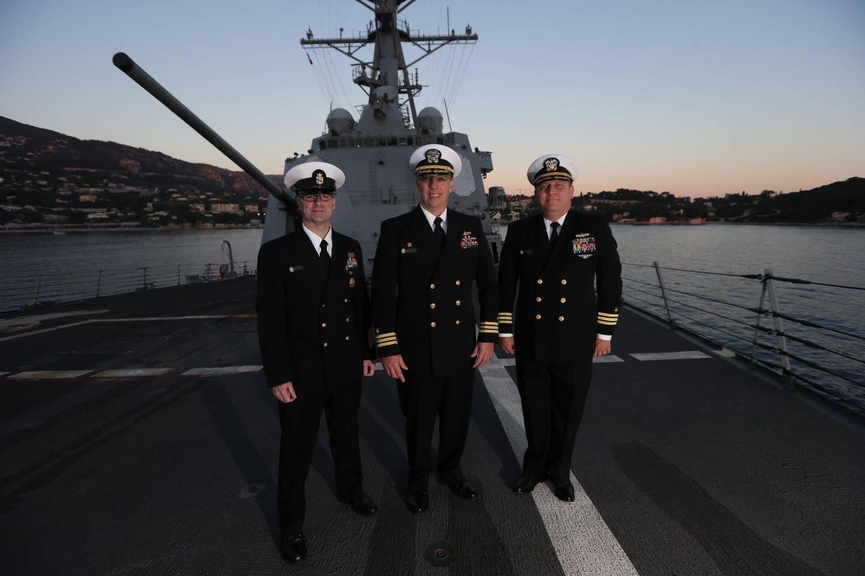 Le commandant Kaylor et ses officiers nous ont accueillis pour une visite très privée.