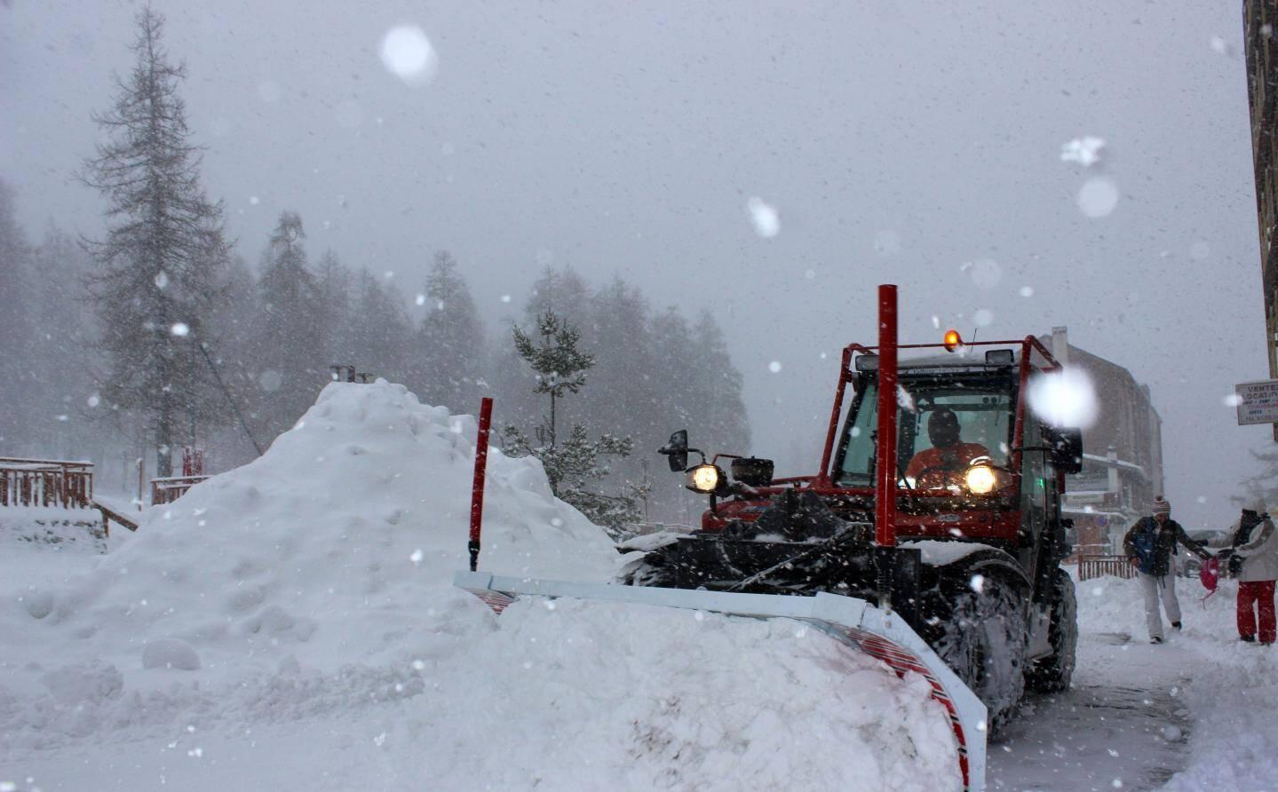 Les chasses-neige n'ont pas lésiné hier pour dégagé la route et les trottoirs d'Isola, Auron et Valberg
