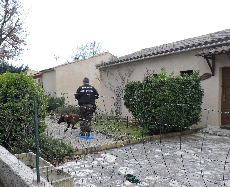 Lundi, les enquêteurs de la gendarmerie nationale, notamment les techniciens de l'identification criminelle et la brigade cynophile de Cuers, sont revenus sur les lieux à la recherche de nouveaux indices.