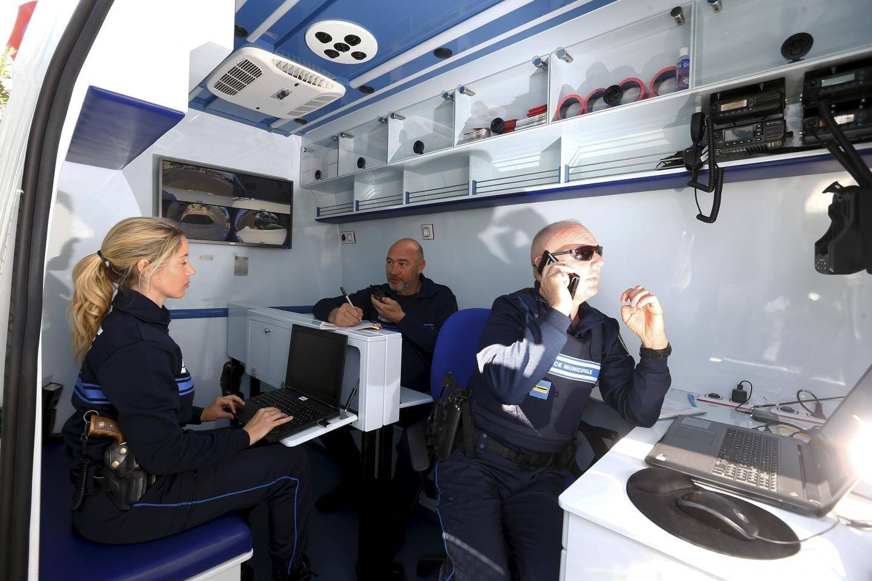Les deux agents permanents, le maire, le chef de la police municipale et le commissaire divisionnaire de Cannes, Christophe Briez.