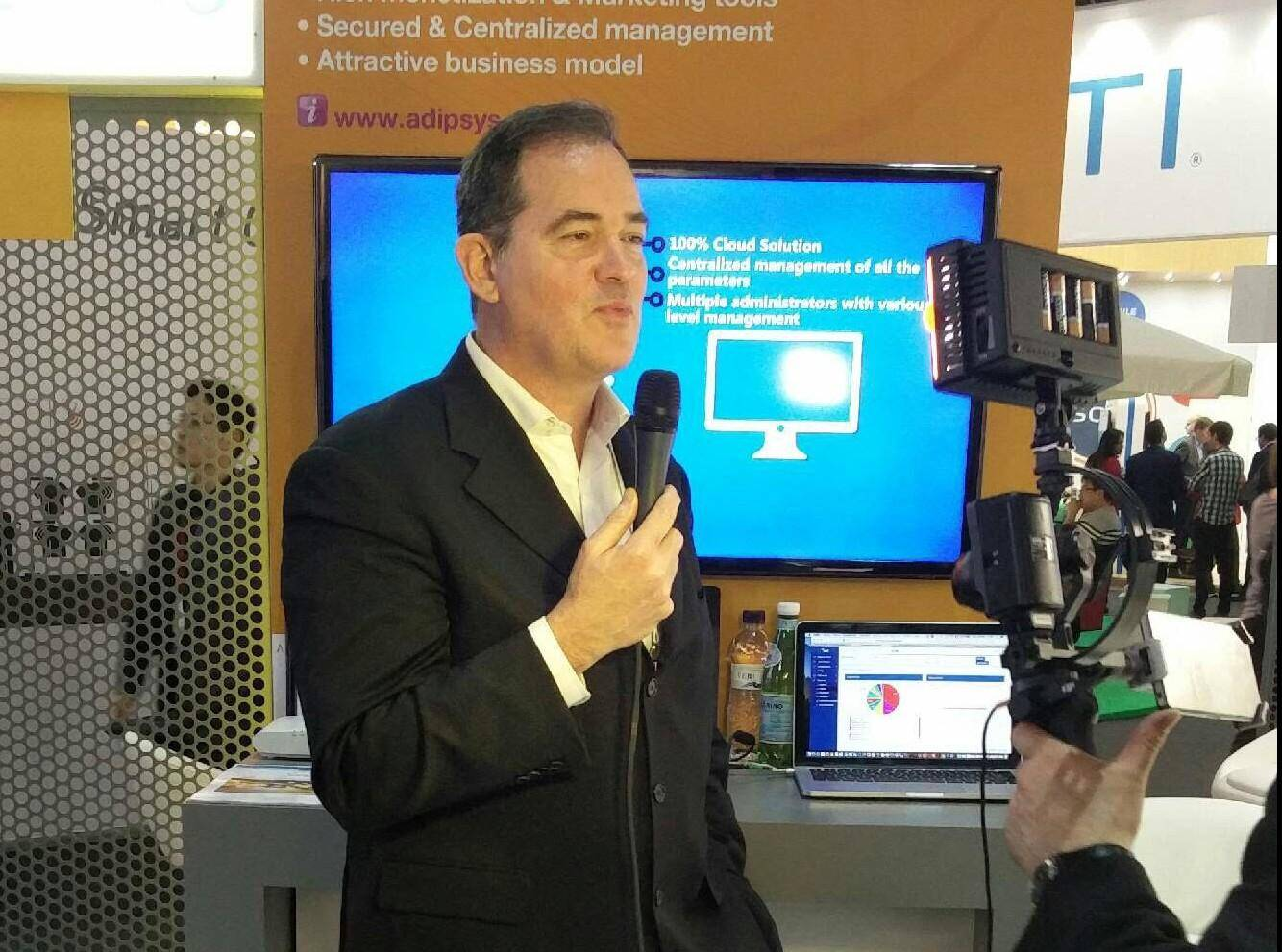 Yves Nouailhetas présente les solutions  d'Adipsys destinées aux opérateurs télécoms et intégrateurs de services opérés.