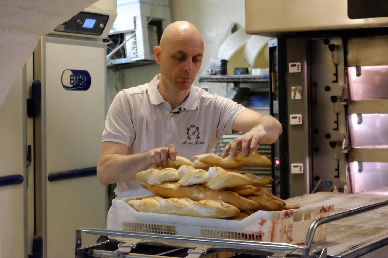 Ni lui ni son entourage n'auraient imaginé un jour que ce directeur d'entreprise devienne boulanger...