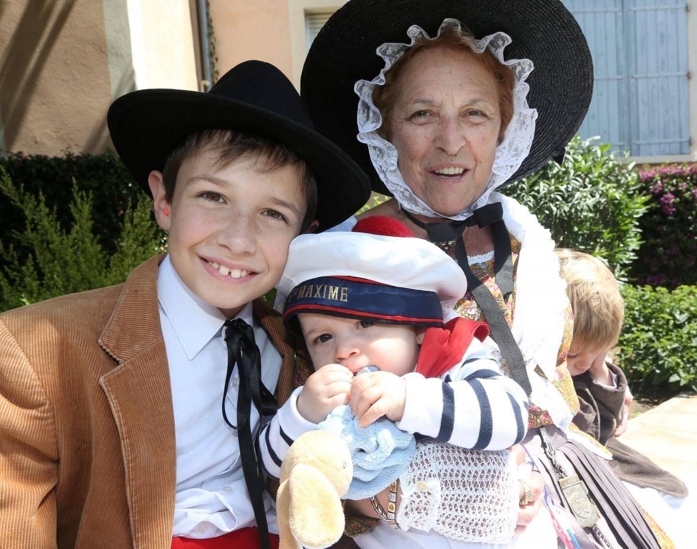 La fête votive se transmet de génération en génération.Ci-dessus, la famille Cornillon-Bosca.